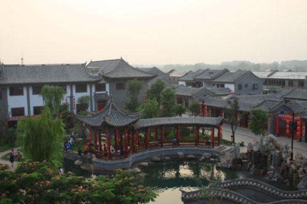 唐山/目前,投资50亿元人民币兴建的滦州古城已吸引近百家缅甸、泰国...