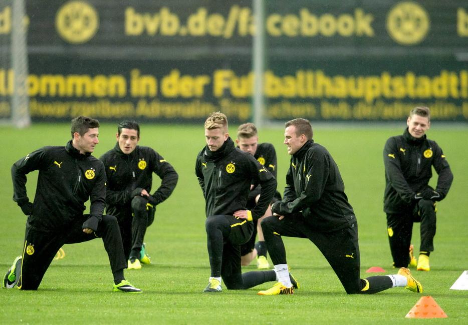 欧冠小组赛第4轮,多特蒙德队正在训练备战