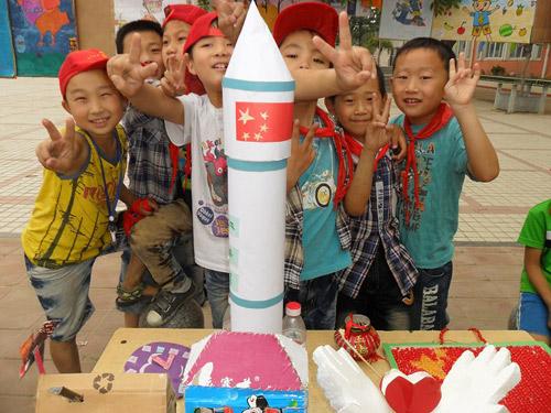 """今年,该??沽?小发明,小制作,变废为宝""""的科技创新比赛,学生们利用"""
