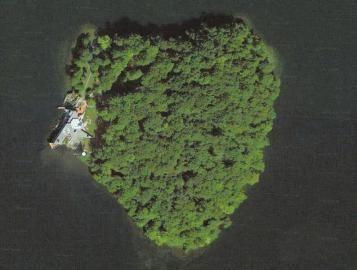朱莉为皮特购买的心形海岛