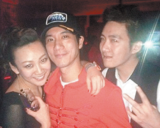 田霏(左起)和王力宏、李云迪合照遭网友挖出。(图片来自台媒)