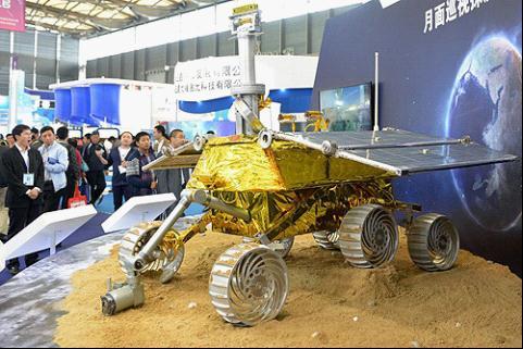 """11月4日,""""玉兔号""""月球车原理样机亮相上海中国国际工业博览会。"""