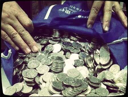 杨威公路社区工作了6年,几乎每个同事都因为存零钱和银行发生过不愉快。