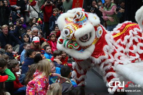 متحف في واشنطن يقوم بمهرجان الأسرة للاحتفال بعيد الربيع الصيني