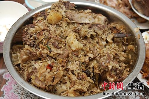 地方饮食特色——猪骨头烩酸菜