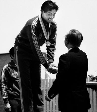 在1984年的洛杉矶奥运会上,许海峰为中国夺得首金。