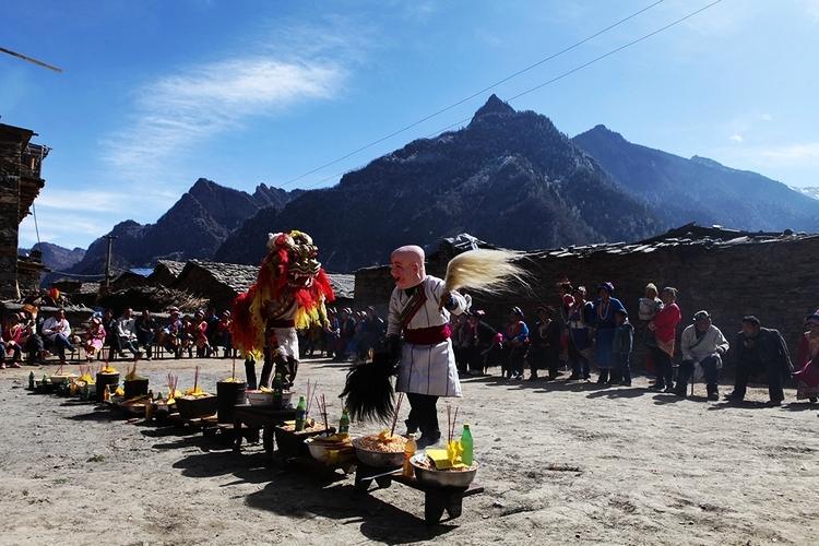 """2月7日(农历大年初八),阿坝藏族羌族自治州""""第二届羌族厷戊节""""在茂县"""