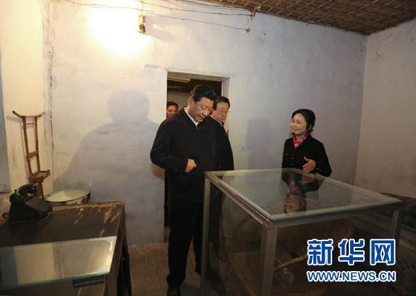 3月17日,习近平参观焦裕禄同志纪念馆。新华社记者 丁林 摄