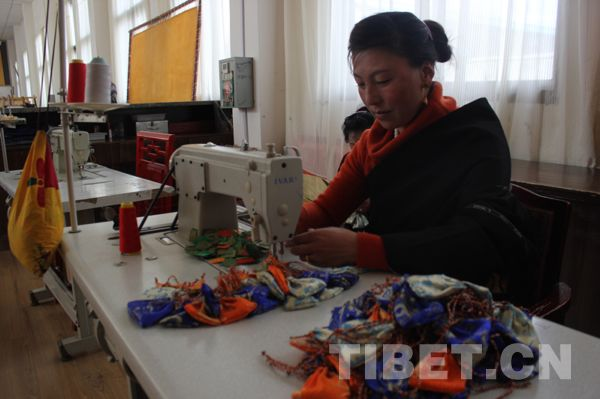西藏民族手工艺现场制作