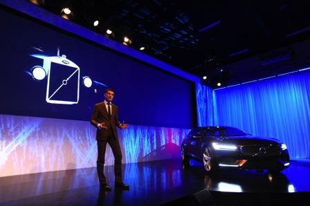 沃尔沃汽车集团设计高级副总裁托马斯.英格拉特解读全新设计语言