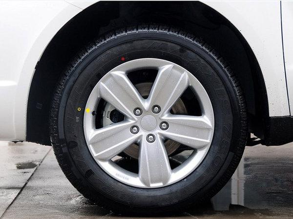 维修误区提醒 不要给轮胎螺栓螺母涂油脂