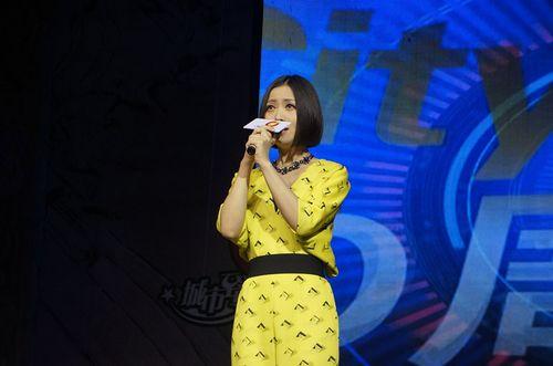 国民女歌手姚贝娜闪
