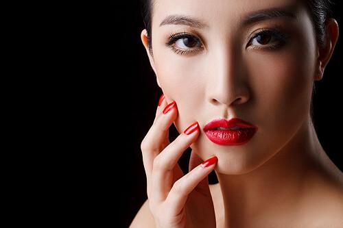 女性常涂指甲油的主要危害-央视曝光毒指甲油 光鲜背后的危害图片
