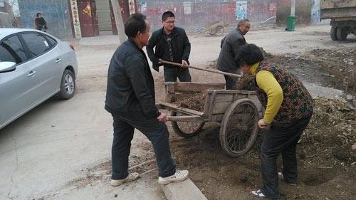 助力村内环境卫生治理