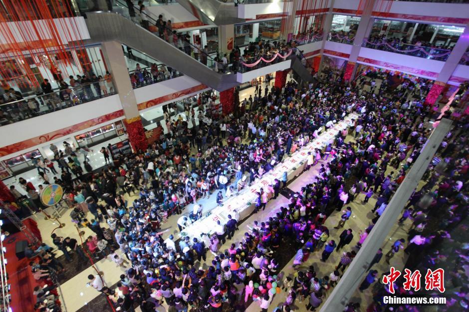 江西瑞昌千人分享20米巨型大蛋糕