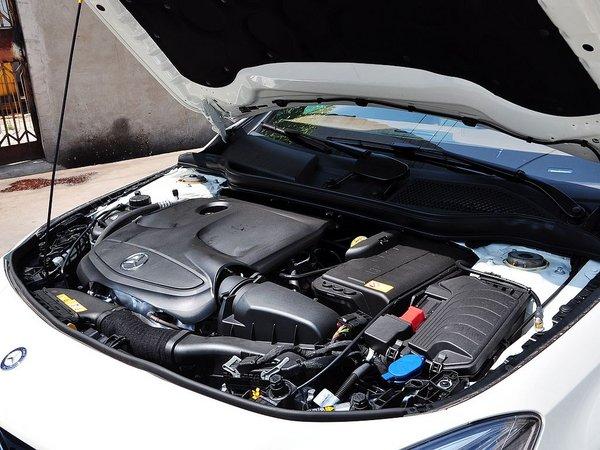 奔驰(进口)  CLA260 发动机主体特写