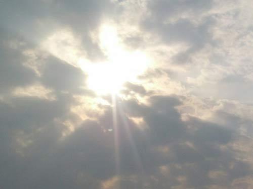 拨开乌云见太阳