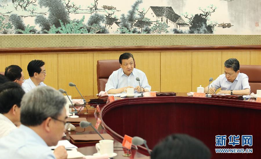 6月24日,中共中央政治局常委、中央党的群众路线教育实践活动领导小组组长刘云山在北京主持召开中央党的群众路线教育实践活动领导小组会议。新华社记者 姚大伟 摄