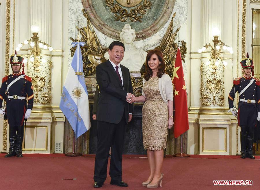 Chinese President Xi Jinping (L) shakes hands with Argentine President Cristina Fernandez de Kirchner during a welcoming ceremony before their talks in Buenos Aires, Argentina, July 18, 2014. Xi and his Argentine counterpart, Cristina Fernandez de Kirchner, agreed here Friday to upgrade bilateral ties to a comprehensive strategic partnership. (Xinhua/Li Xueren)