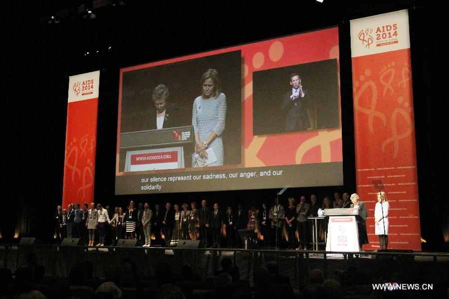 President of the International AIDS Society (IAS) Francoise Barre-Sinoussi from France (2nd R) and other delegates observe a moment of silence during the opening of the 20th International AIDS Conference at the Melbourne Convention and Exhibition Centre (MCEC) in Melbourne, Australia, on July 20, 2014. At least six delegates heading for Melbourne to join the 20th international AIDS conference were killed in the crash of Malaysian flight MH17. (Xinhua/Xu Yanyan)