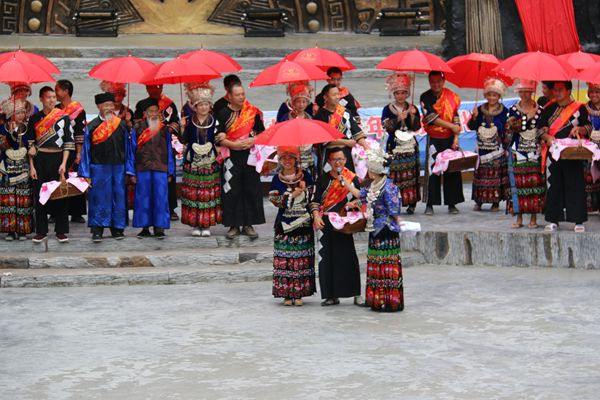 China is a country with 55 ethnic groups, and each group has its own unique marriage customs.