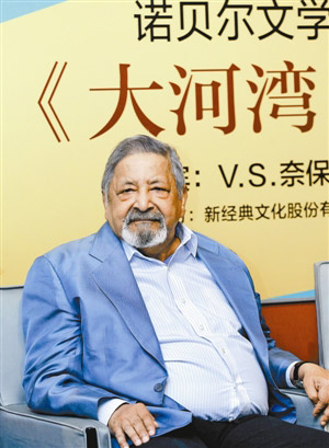 "2001 Nobel Literature Prize winner V.S. Naipaul is already in Shanghai to promote the Chinese version of his favorite novel ""A Bend In The River."""