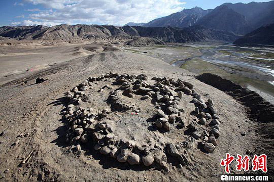 Archaeologists in Northwest China's Xinjiang Uygur Autonomous Region have discovered major Zoroastrian tombs, dated to over 2,500 years ago.