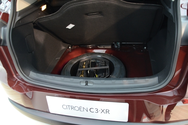 东风雪铁龙C3-XR实拍图-空间 动力领先 雪铁龙C3 XR综合实力分析高清图片