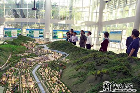 《新三峡》剧组参观奉节县城市规划馆