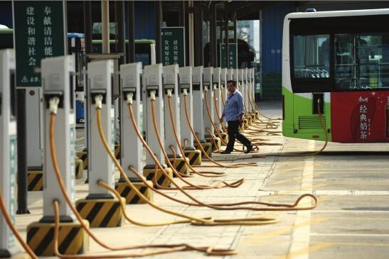 汽车东站充电站,60个充电桩只有1辆比亚迪公交车在充