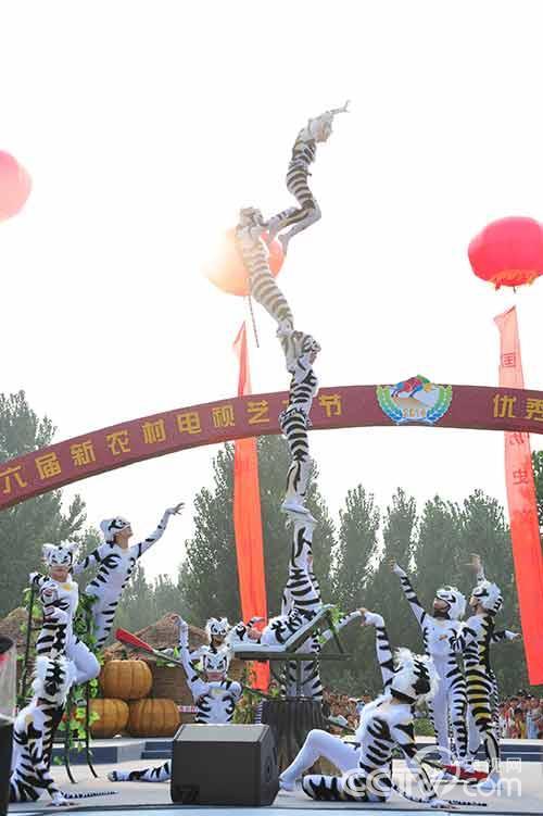 .颁奖典礼所在地河南濮阳是全国知名的杂技之乡