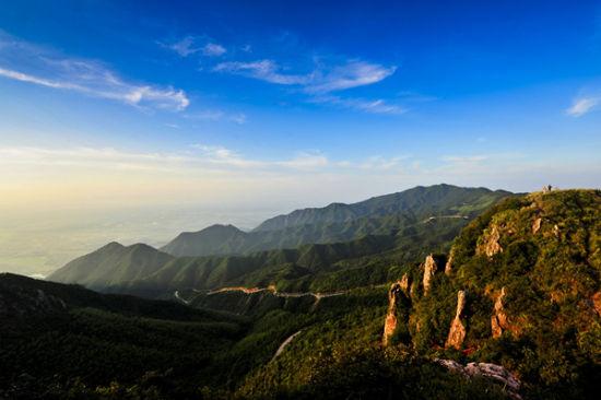 原标题:   云阳山风景区    云阳山风景区   云阳山风景区位于茶陵县
