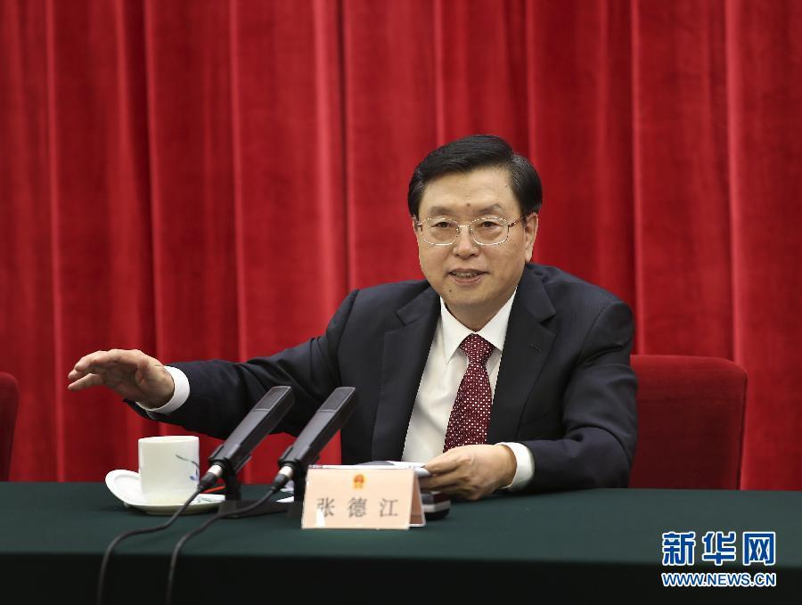"""12月3日,""""深入开展宪法宣传教育 大力弘扬宪法精神""""座谈会在北京人民大会堂举行。中共中央政治局常委、全国人大常委会委员长张德江出席座谈会并讲话。 新华社记者 庞兴雷 摄"""