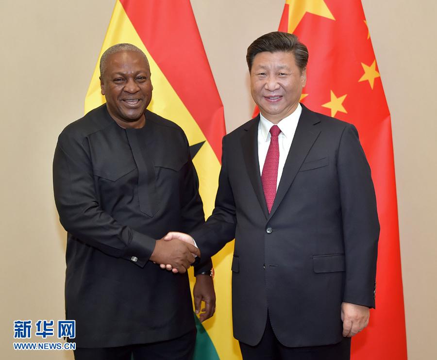 习近平会见加纳总统马哈马