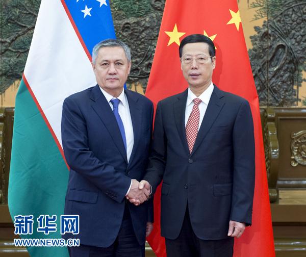 10月20日,中共中央政治局常委、国务院副总理张高丽在北京人民大会堂会见乌兹别克斯坦第一副总理阿齐莫夫。