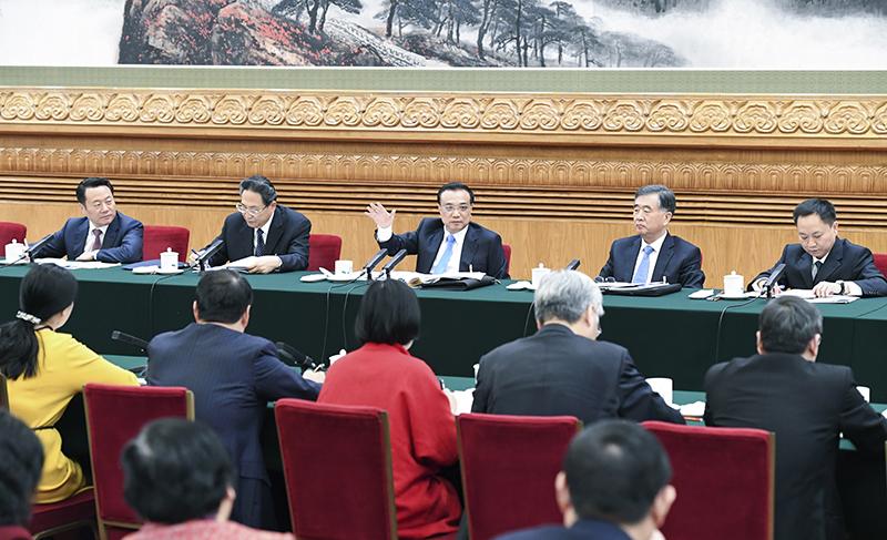 3月10日,中共中央政治局常委、国务院总理李克强参加十二届全国人大五次会议安徽代表团的审议。