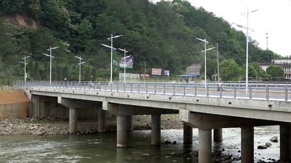 廖俊波当政期间在政和县城区修建的桥梁。澎湃新闻记者 王国庆 韦毅 图