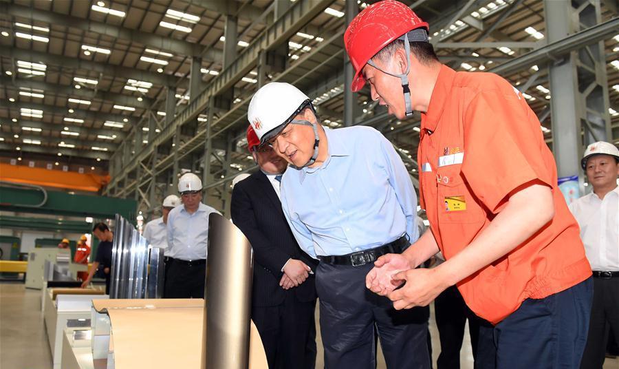 6月22日至24日,中共中央政治局常委、中央书记处书记刘云山在辽宁调研。这是6月22日,刘云山在营口市忠旺铝业公司调研。