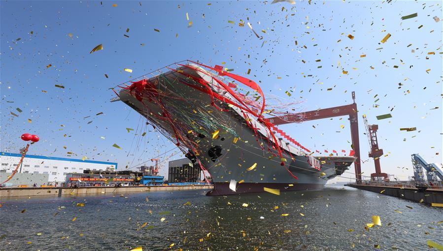 我国第二艘航空母舰下水仪式在中国船舶重工集团公司大连造船厂举行。这是航空母舰下水仪式现场(2017年4月26日摄)。