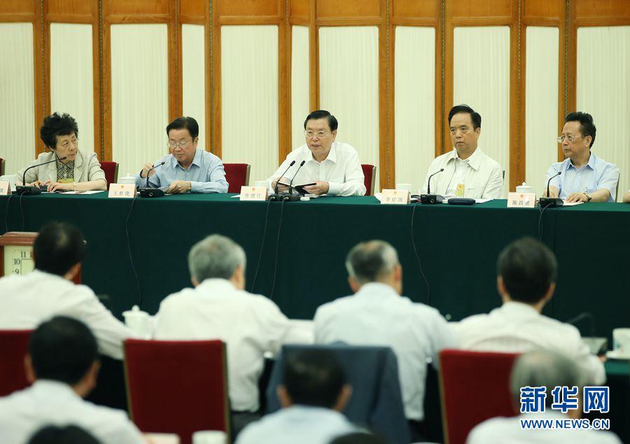 8月30日,十二届全国人大常委会第二十九次会议在北京人民大会堂举行联组会议,结合审议国务院关于脱贫攻坚工作情况的报告进行专题询问。张德江委员长出席。