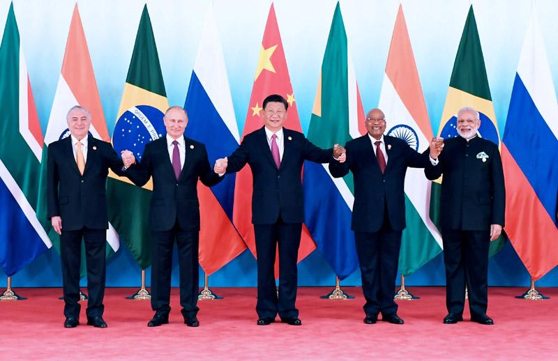 9月4日,金砖国家领导人第九次会晤在厦门国际会议中心举行。国家主席习近平主持会晤并发表题为《深化金砖伙伴关系 开辟更加光明未来》的重要讲话。南非总统祖马、巴西总统特梅尔、俄罗斯总统普京、印度总理莫迪出席。这是金砖国家领导人集体合影。