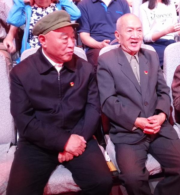 吴金印(左)与陈先达在《榜样2》节目录制现场