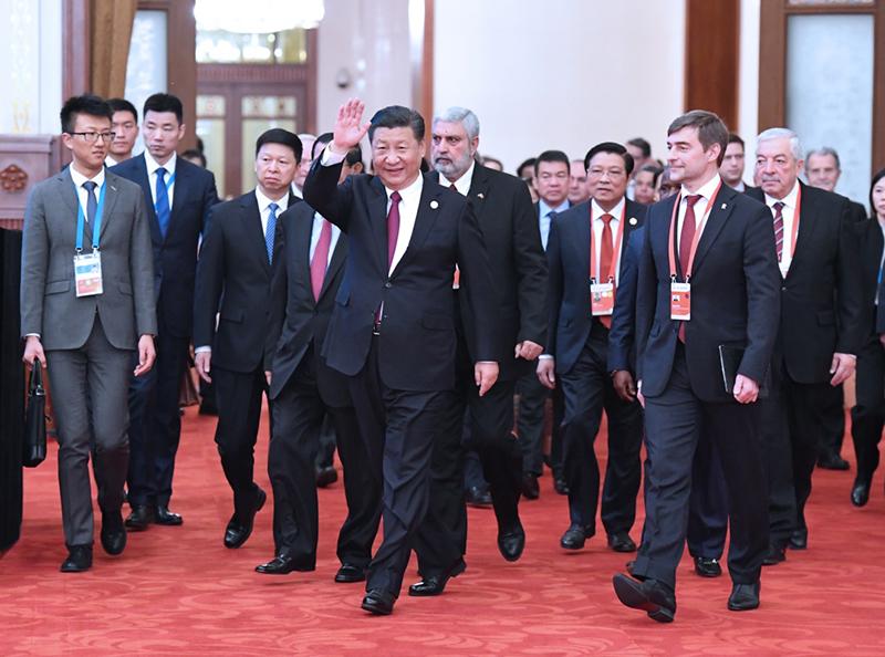 12月1日,中共中央总书记、国家主席习近平在北京人民大会堂出席中国共产党与世界政党高层对话会开幕式,并发表题为《携手建设更加美好的世界》的主旨讲话。这是习近平同外方主要嘉宾一起步入会场。