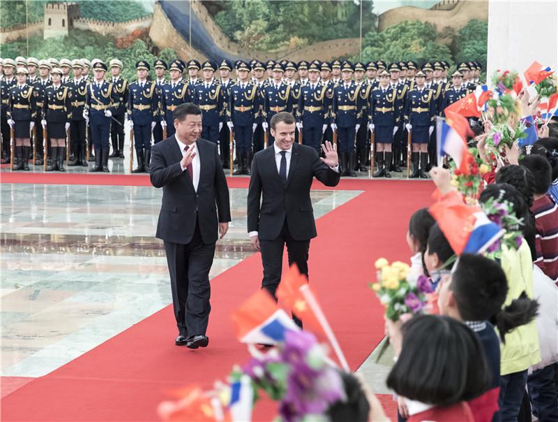 1月9日,国家主席习近平在北京人民大会堂同法国总统马克龙举行会谈。这是会谈前,习近平在人民大会堂北大厅为马克龙举行欢迎仪式。
