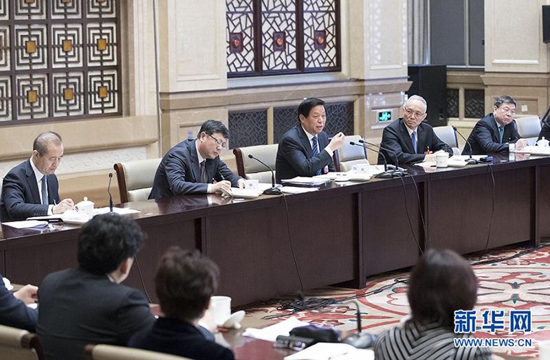 3月7日,中共中央政治局常委栗战书参加十三届全国人大一次会议北京代表团的审议。