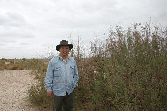 钟扬生前在西藏采样。复旦大学供图
