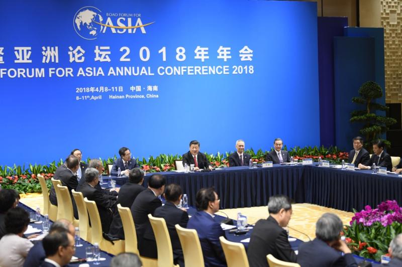 4月11日,国家主席习近平在海南省博鳌同出席博鳌亚洲论坛2018年年会的中外企业家代表座谈。