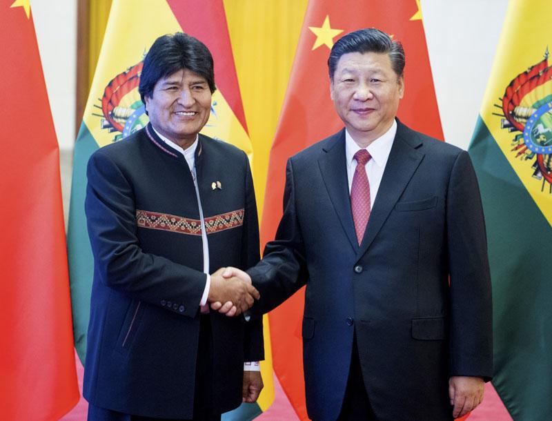 6月19日,国家主席习近平在北京人民大会堂同玻利维亚总统莫拉莱斯举行会谈。这是会谈前,习近平在人民大会堂北大厅为莫拉莱斯举行欢迎仪式。