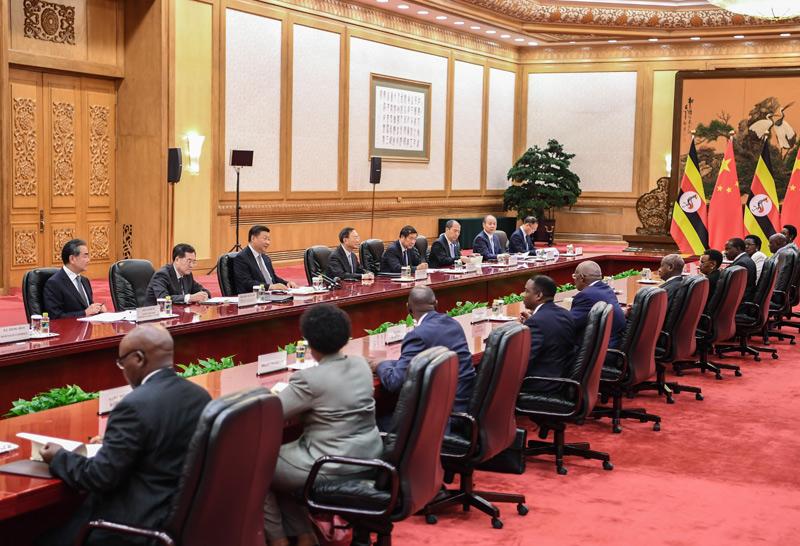 9月6日,国家主席习近平在北京人民大会堂会见乌干达总统穆塞韦尼。新华社记者 燕雁 摄
