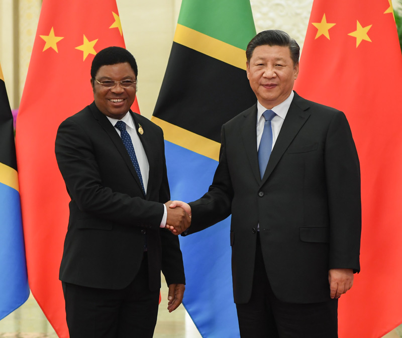 9月6日,国家主席习近平在北京人民大会堂会见坦桑尼亚总理马贾利瓦。新华社记者 饶爱民 摄